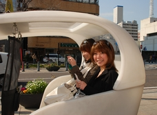 北海道から遊びに来た女の子たちも試乗。「超楽しい!」