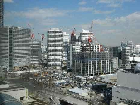 超高層マンションの建設が相次ぐみなとみらい地区